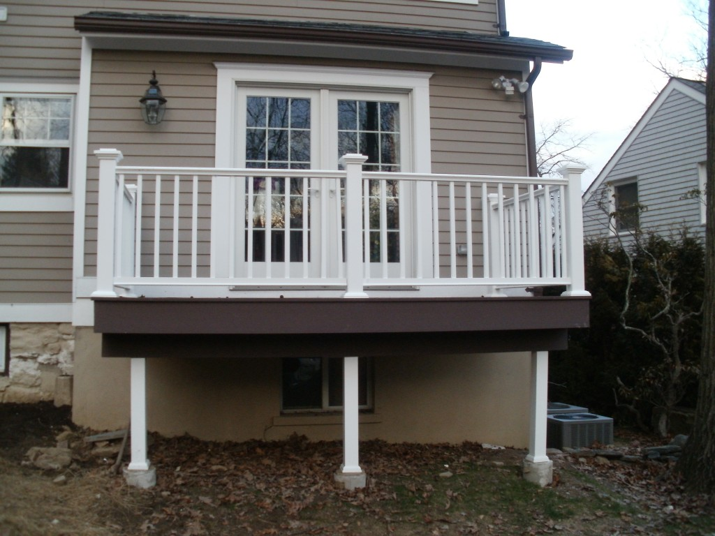 Greenwich-ct-deck-remodel-Azek-products-Broadbent-Construction
