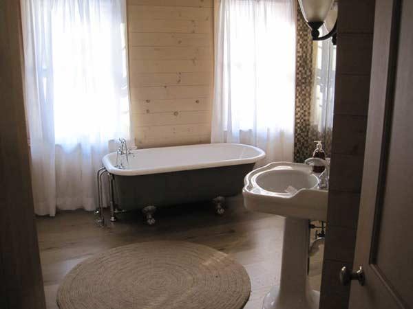 victorian tub